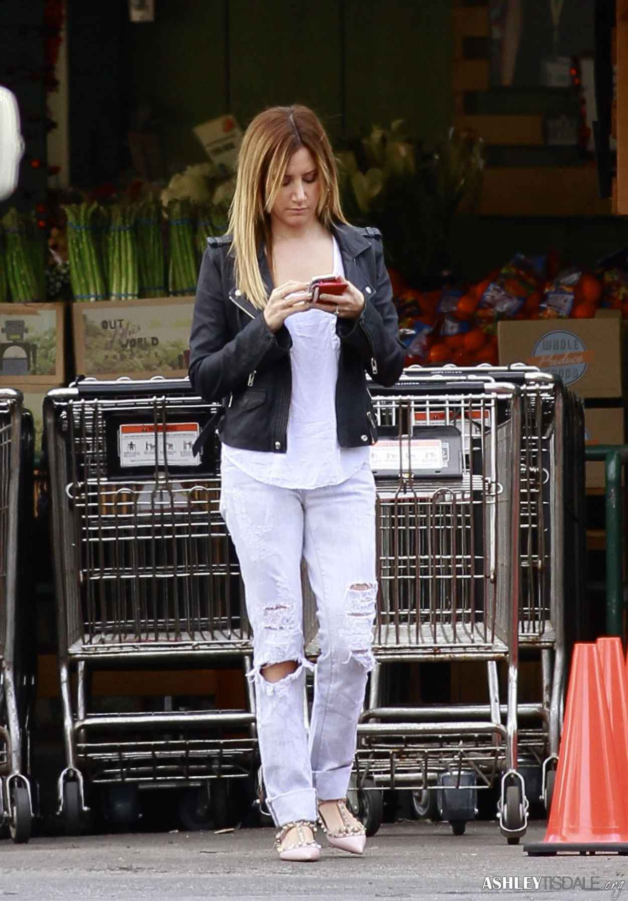 Ashley Tisdale Street Style - Grocery Shopping in Studio City - February 2015-1