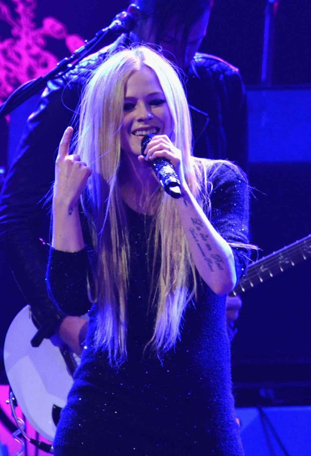 Avril Lavigne - 103.5 KISS FMs Jingle Ball in Chicago - December 2015-1