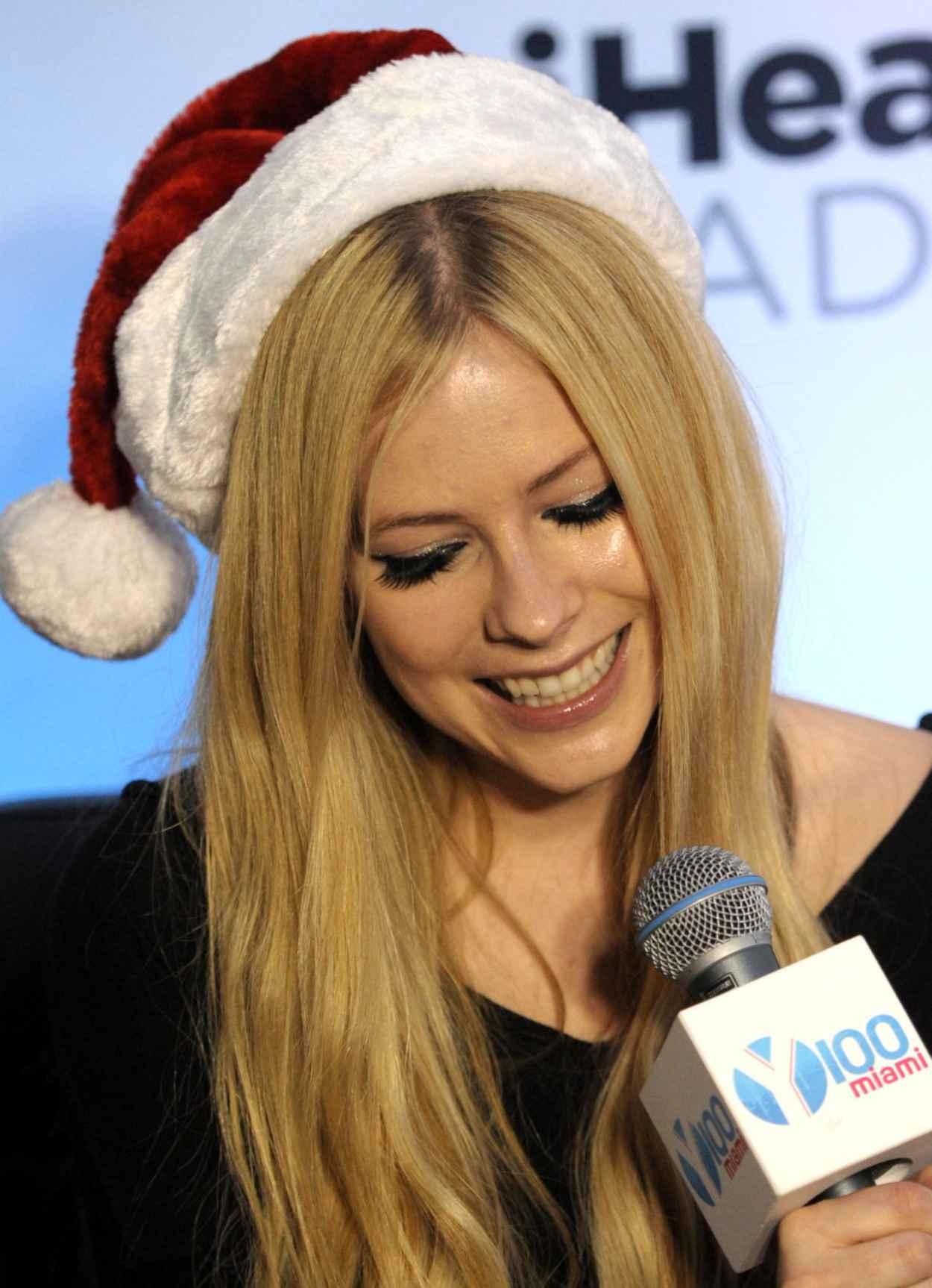 Avril Lavigne Performs at Y100 Jingle Ball in Miami-1