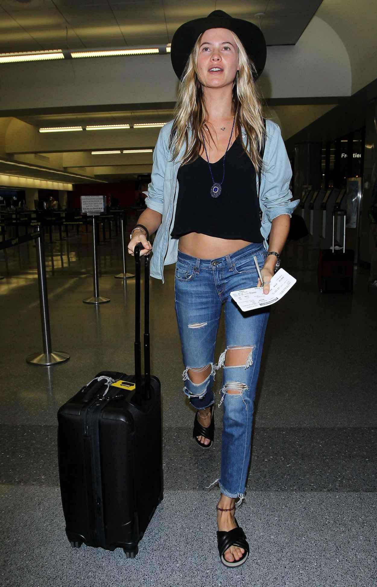 Behati Prinsloo - LAX Airport in Los Angeles, October 2015-4