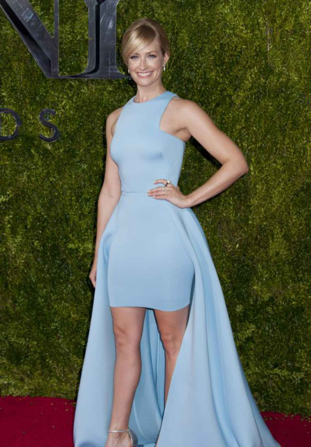 Beth Behrs on Red Carpet - 2015 Tony Awards in New York City-1