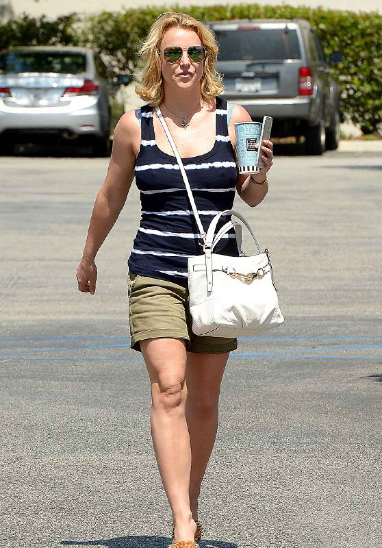 Britney Spears - Leaving the Corner Bakery Cafe in Calabasas, May 2015-1