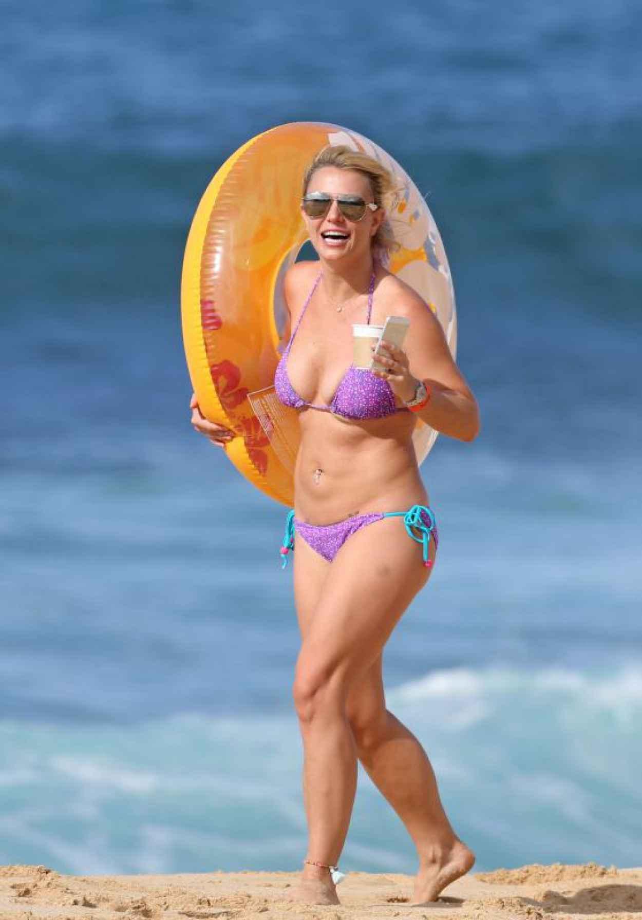 Britney Spears on a Beach in a Bikini in Hawaii, July 2015-1