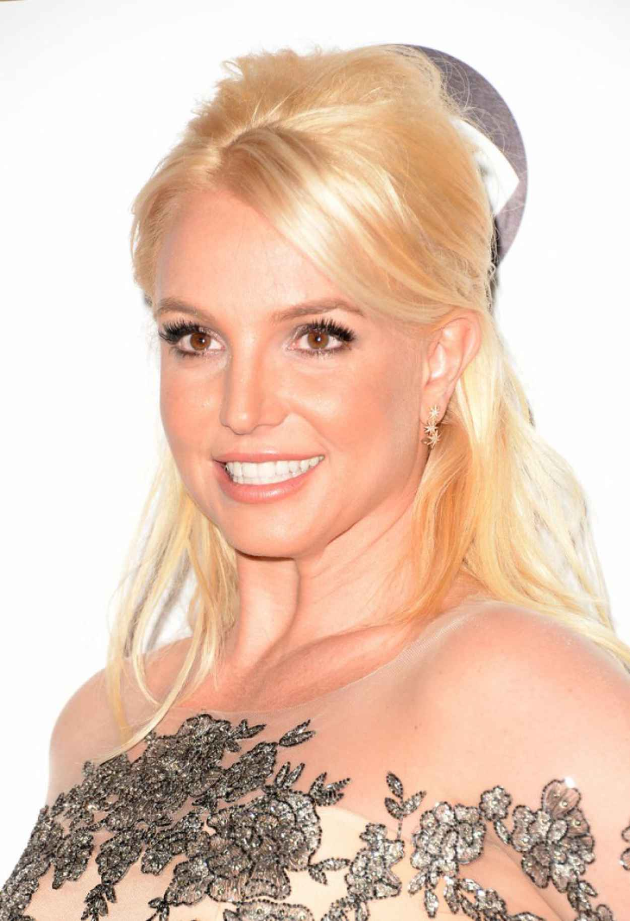 Britney Spears on Red Carpet - 40th Annual Peoples Choice Awards in Los Angeles (2014)-1