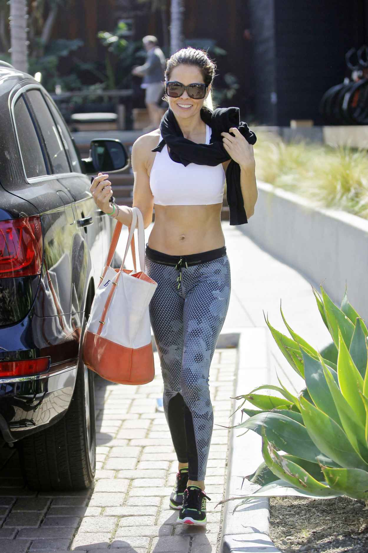 Brooke Burke Street Style - Leaving a Yoga Class in Malibu-3