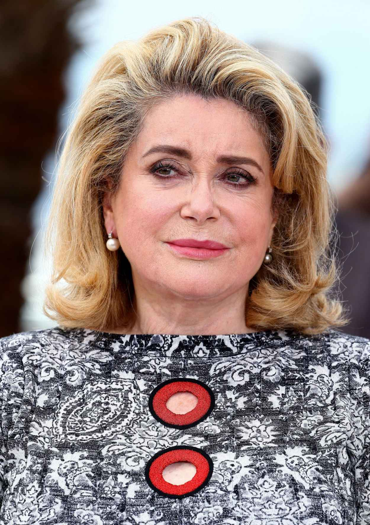catherine deneuve photocall for la tete haute at 2015 cannes film festival. Black Bedroom Furniture Sets. Home Design Ideas