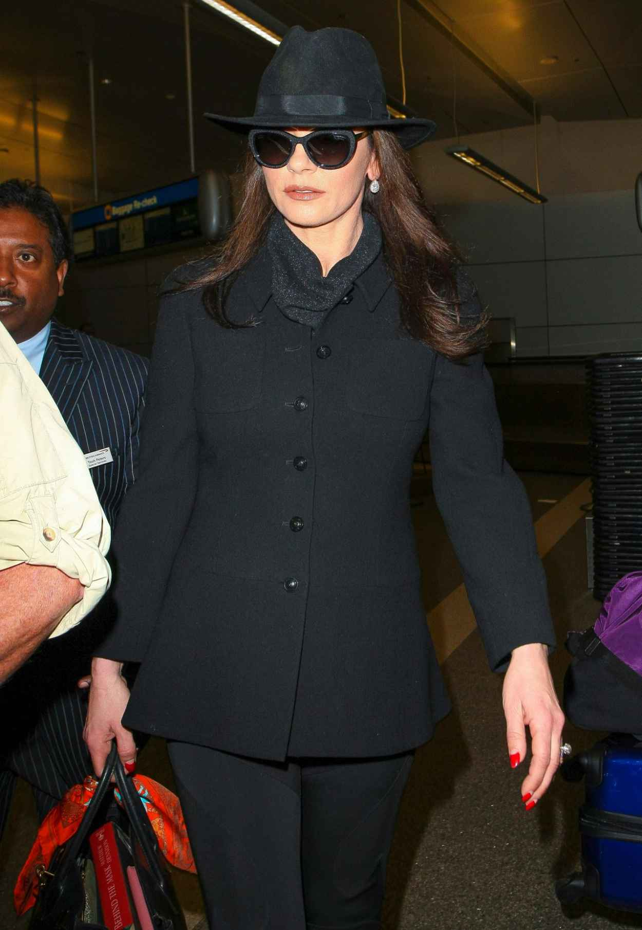 Catherine Zeta-Jones - at LAX Airport, November 2015-1