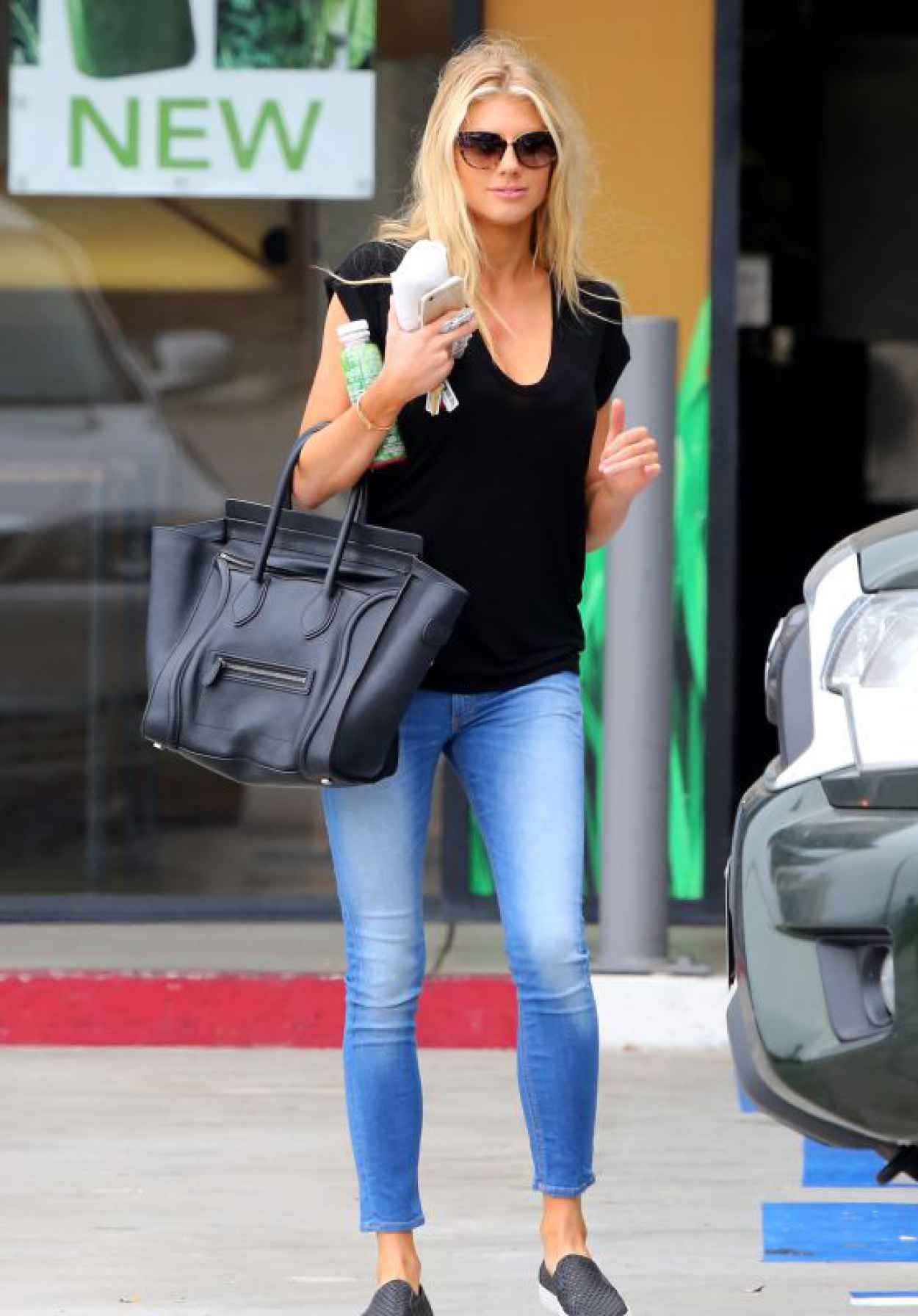 Charlotte McKinney Hot in Tight Jeans - Out in Malibu, August 2015-1