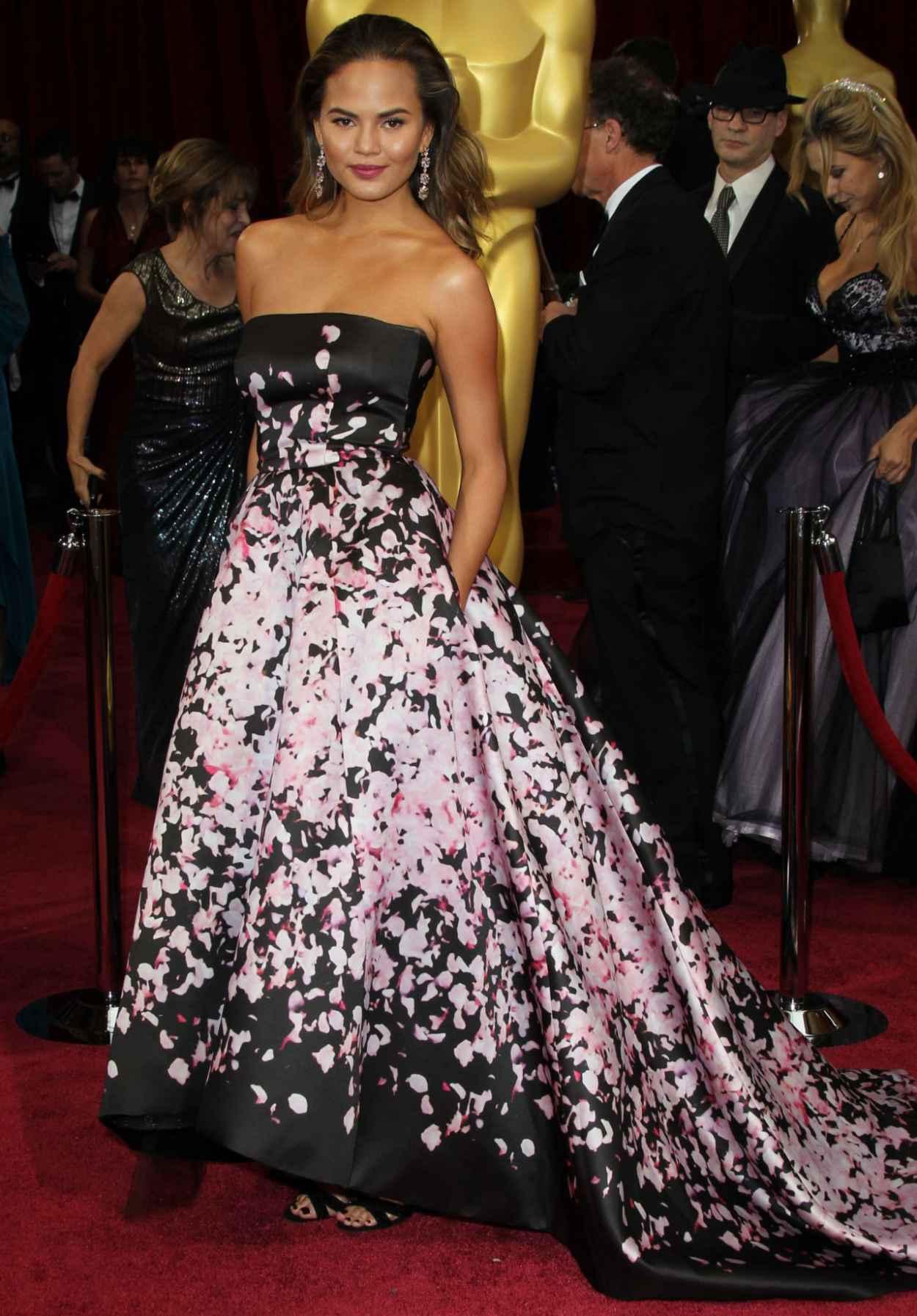 Chrissy Teigen Wearing Monique Lhullier - 2015 Oscars-1