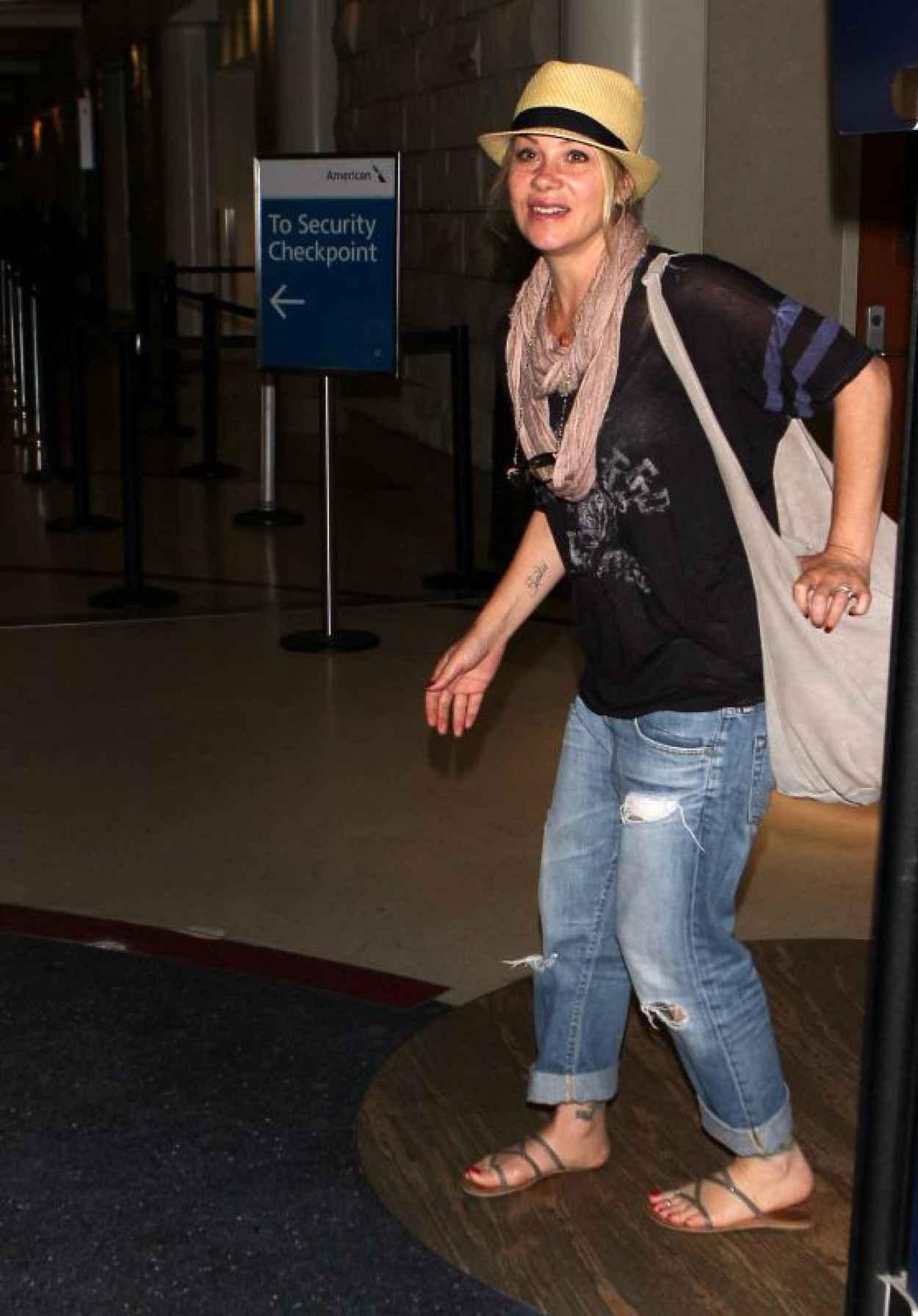 Christina Applegate at LAX AIrport, July 2015-1