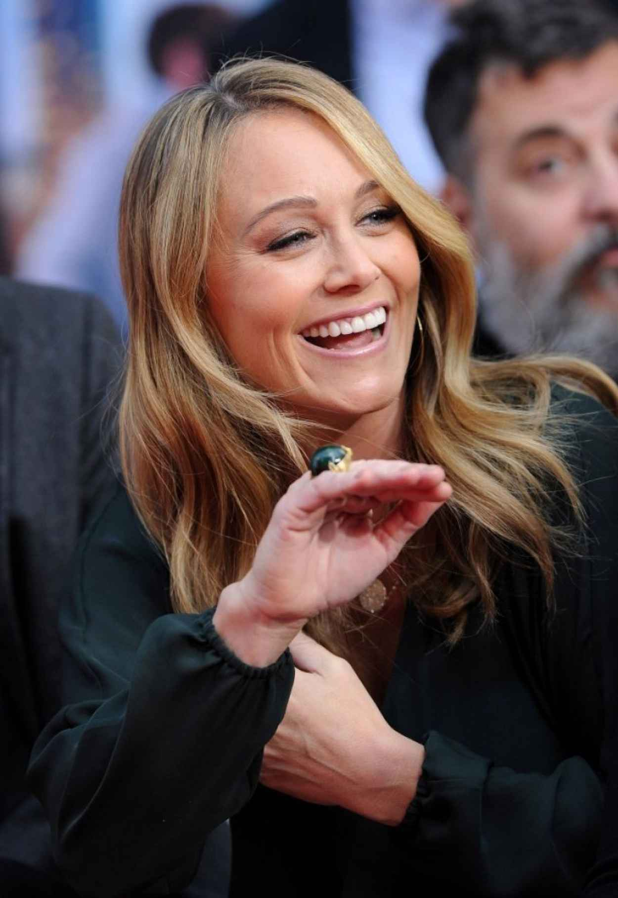 Christine Taylor Is All Smiles at Ben Stillers Hand and Footprint Ceremony in Hollywood-1