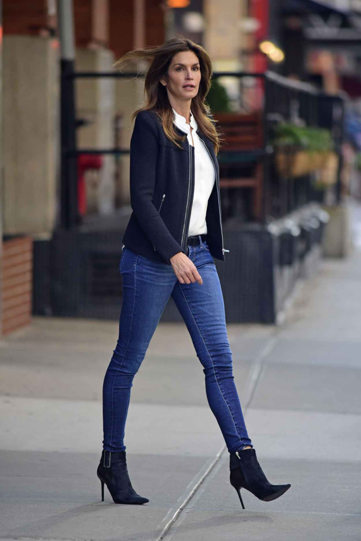 Cindy Crawford in Tight Jeans - Leaving Her Hotel in New York City-1