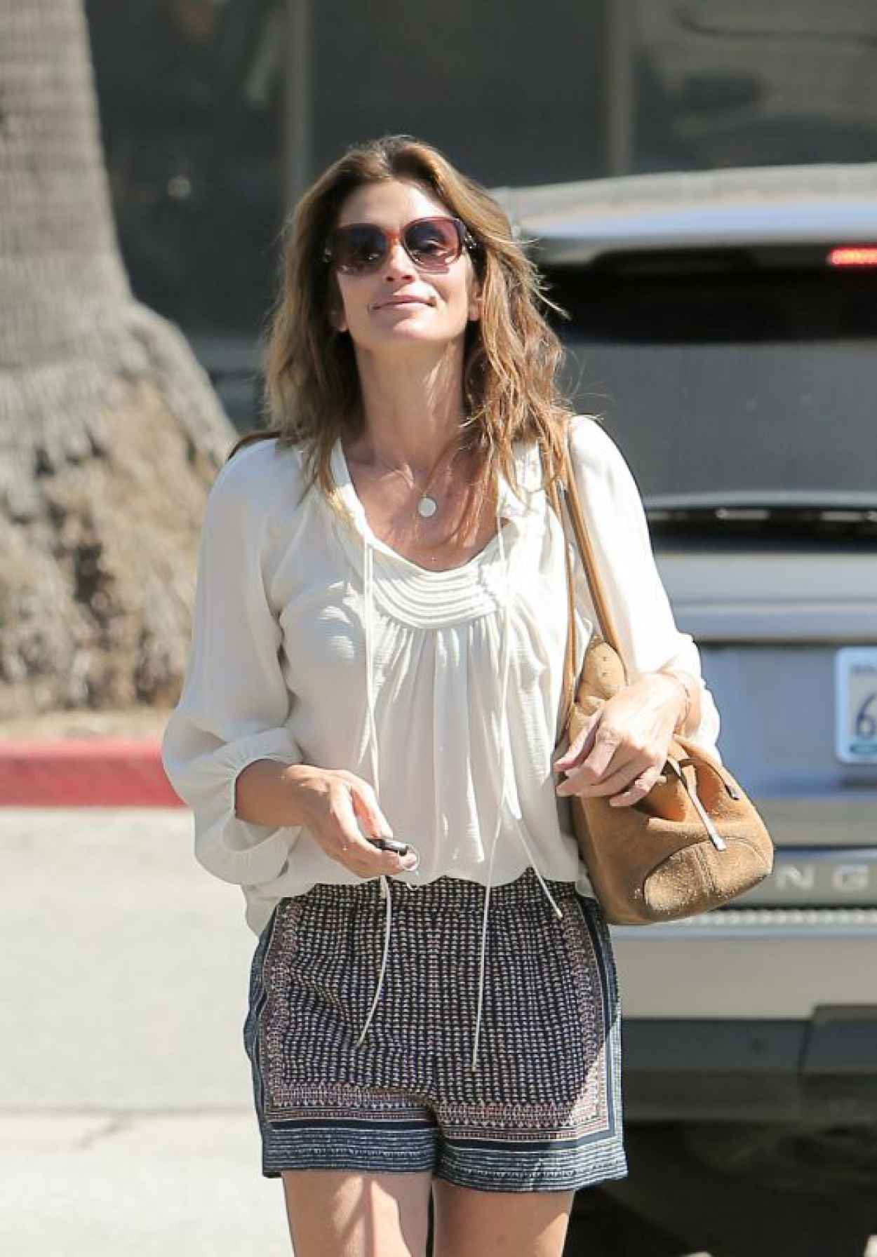 Cindy Crawford Stops by CVS in Malibu, June 2015-1