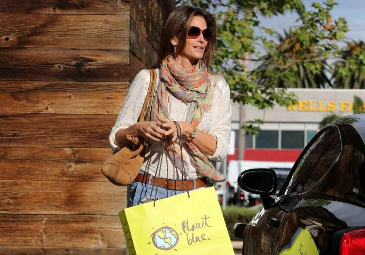 Cindy Crawford Street Style - Shopping in Malibu, February 2015-1