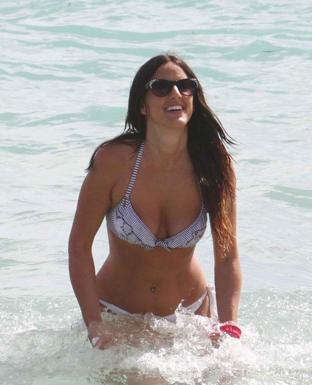 Claudia Romani Hot in Bikini - Showing off her Toned Body at a Beach in Miami - February 2015-4
