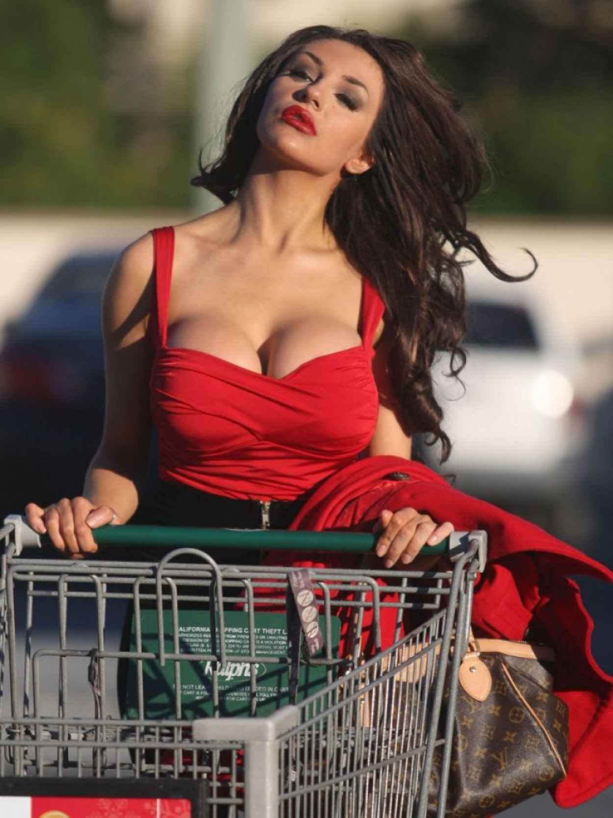 Courtney Stodden Street Style - Grocery Shopping in Los Angeles-1