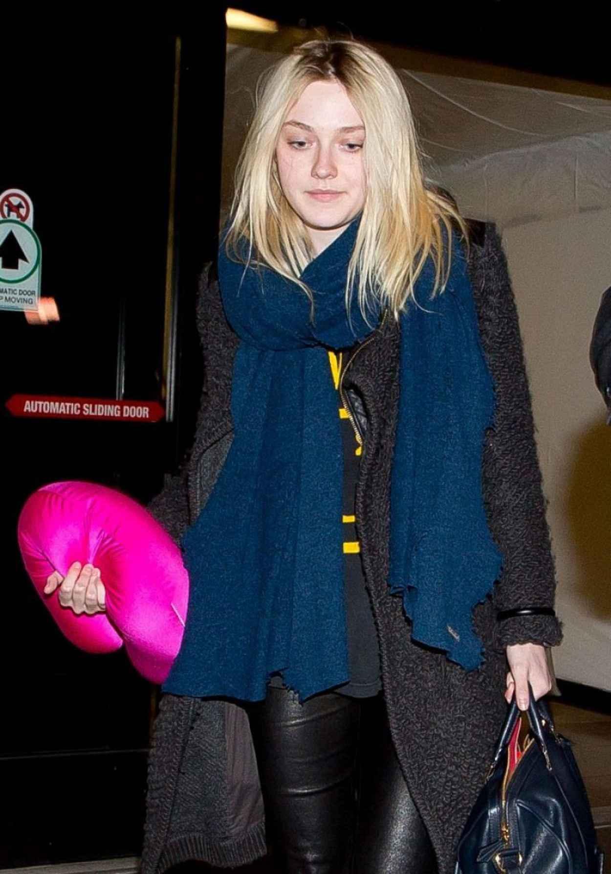 Dakota Fanning at LAX Airport, March 2015-1
