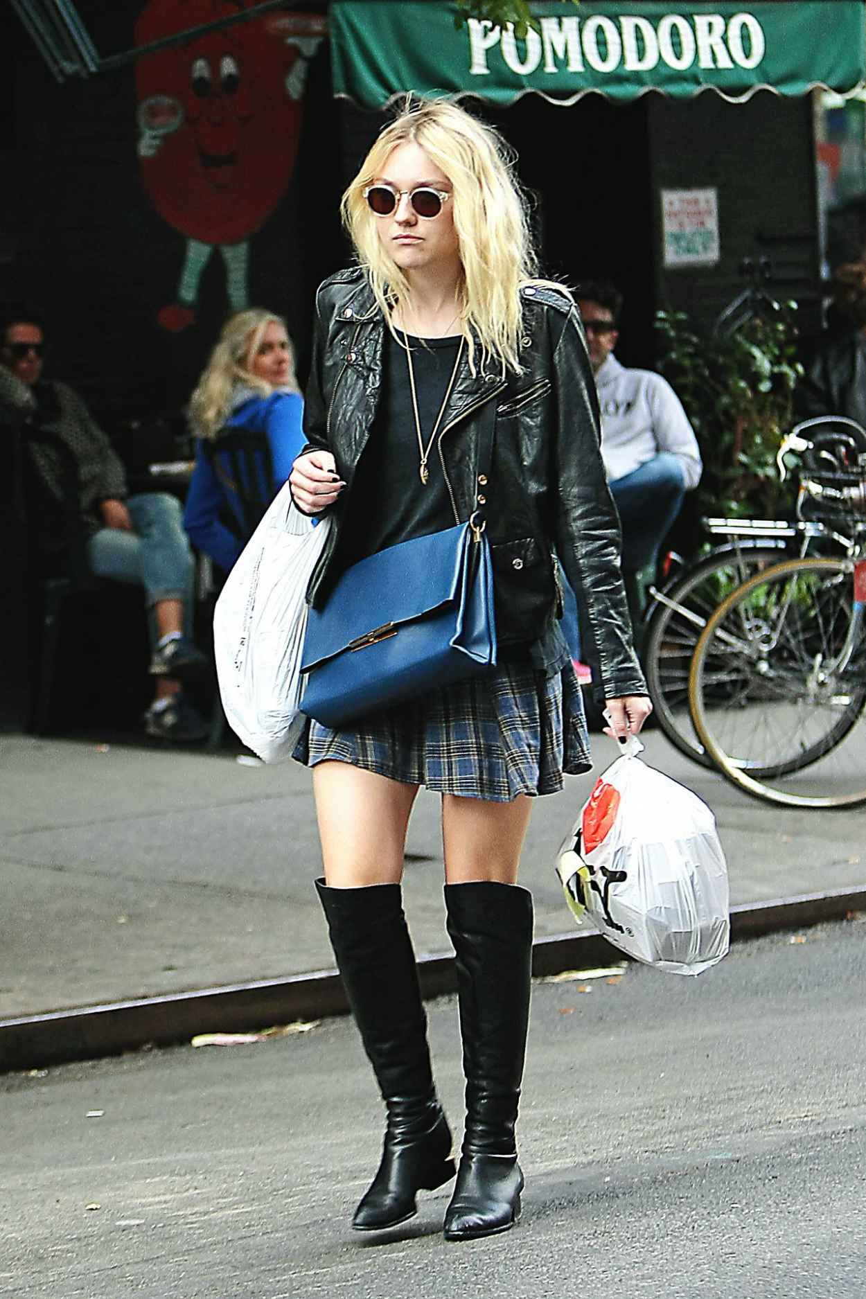 Dakota Fanning Casual Style - Out in SoHo, New York City - September 2015-1