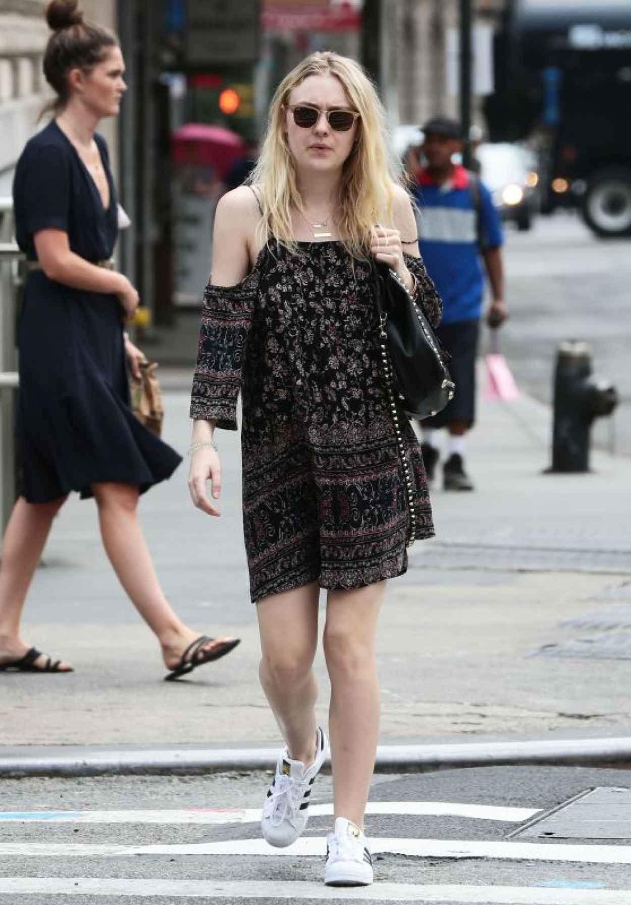 Dakota Fanning - Leaving iHop in Manhattan, July 2015-1
