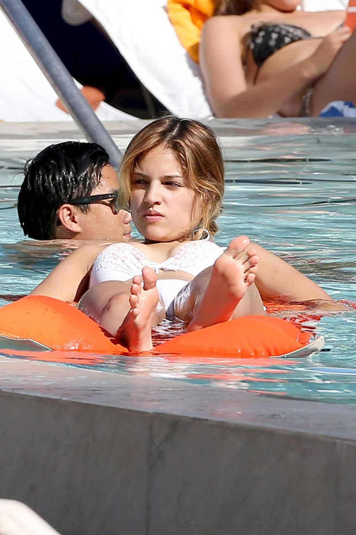 Eiza Gonzalez in a Bikini - Relax Pool Side in Miami - November 2015-5