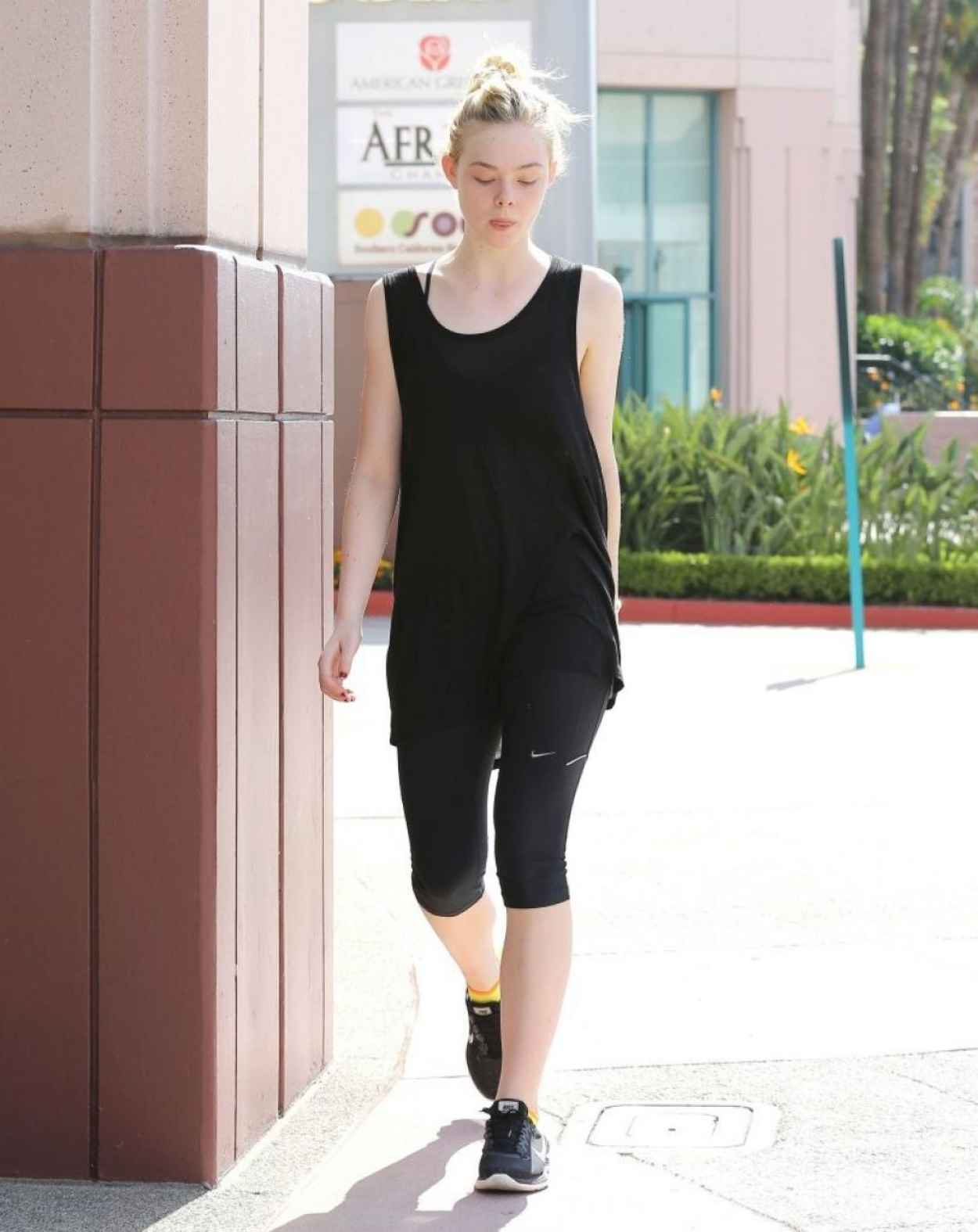Elle Fanning Heads to the LIVart Dance Studio - July 2015-1