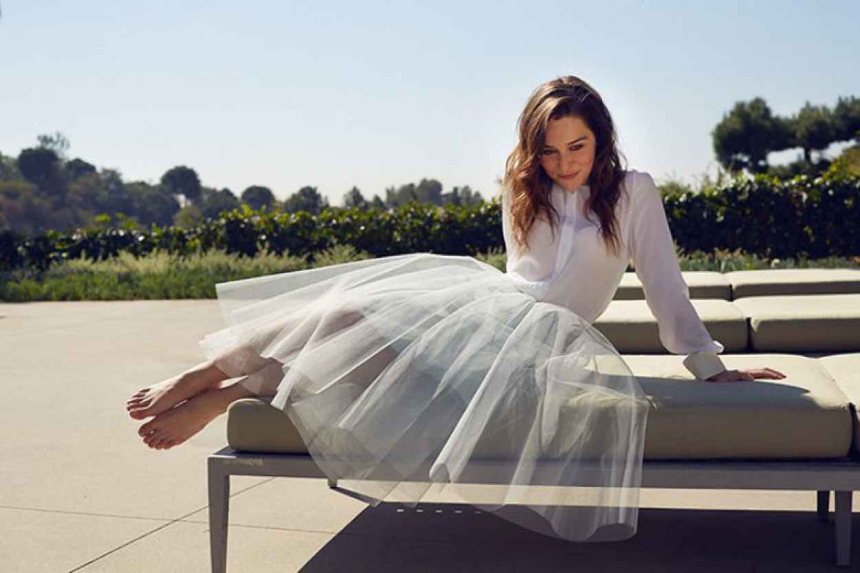 Emilia Clarke Photoshoot - The Observer - October 2015-4