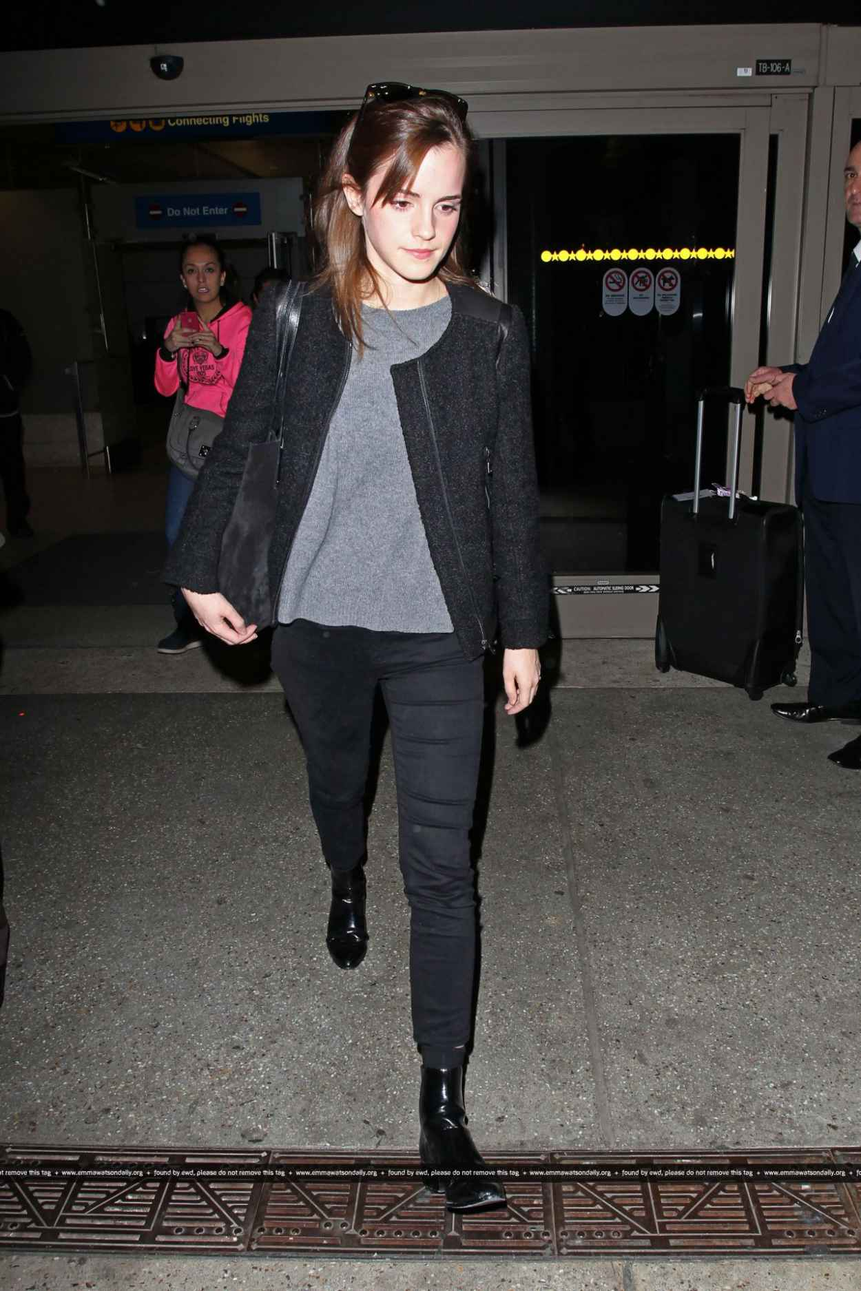 Emma Watson Street Style Arriving At Lax Airport In Los Angeles November 2015