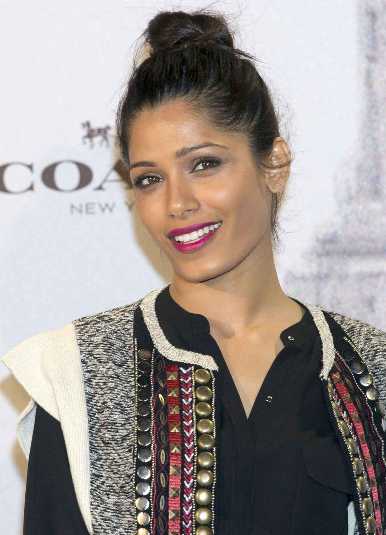 Freida Pinto Attends the Opening of Coach in Madrid - November 2015-1