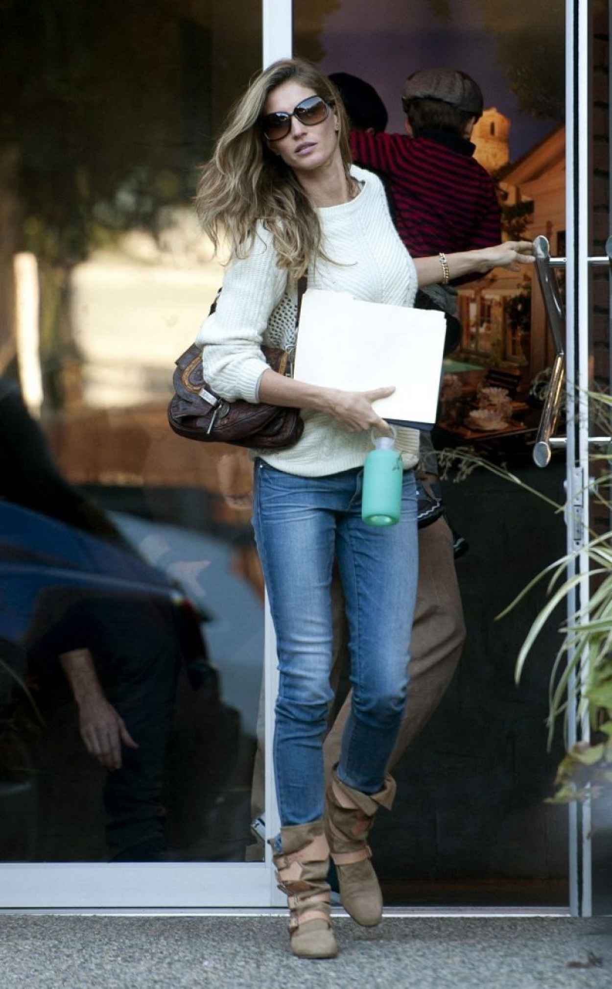 Gisele Bundchen in Jeans – Leaving an Office Building in ...