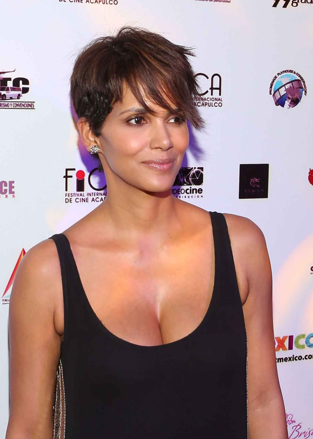 Halle Berry - Closing Of 9th Annual Acapulco Film Festival in Mexico - January 2015-1