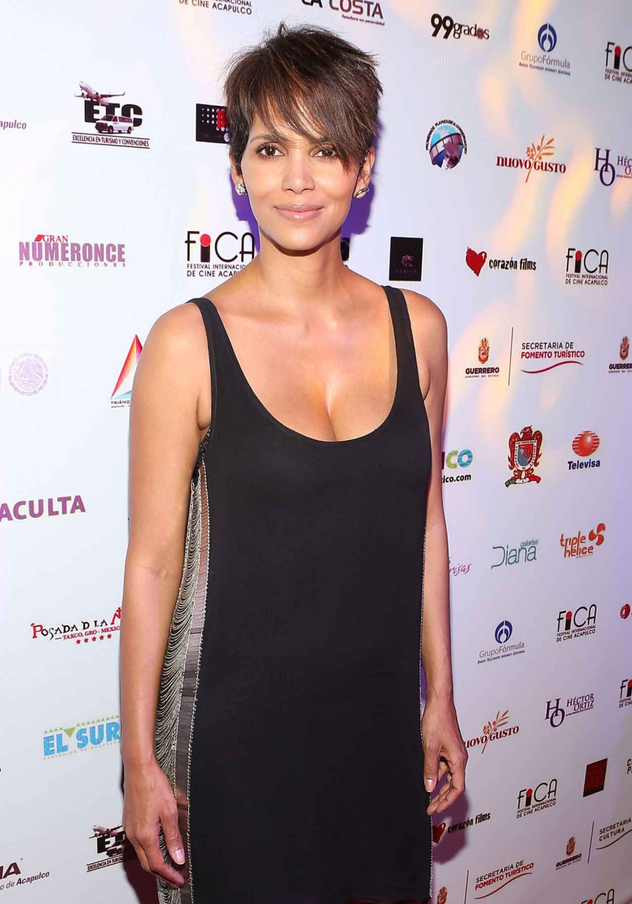 Halle Berry - Closing Of 9th Annual Acapulco Film Festival in Mexico - January 2015-4