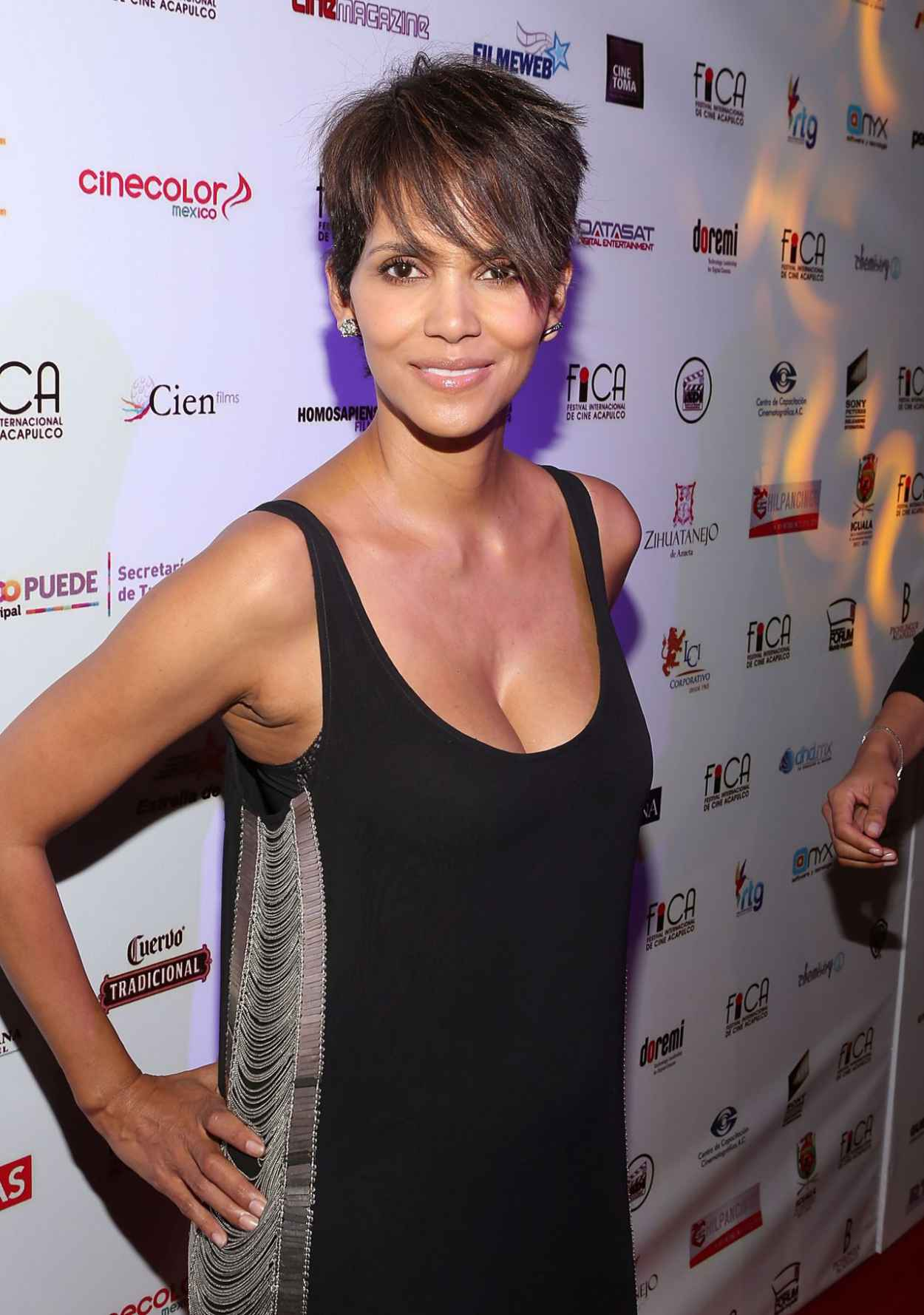 Halle Berry - Closing Of 9th Annual Acapulco Film Festival in Mexico - January 2015-5