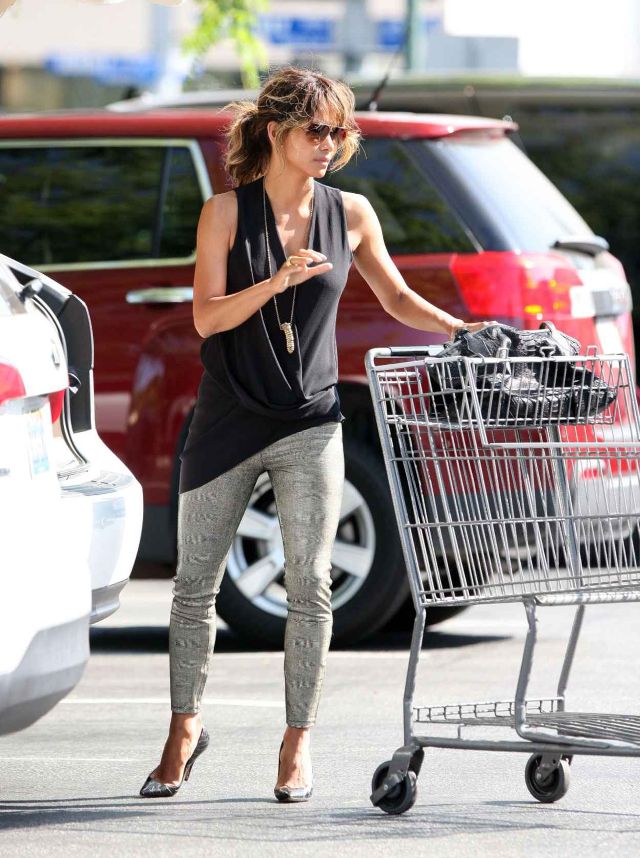 Halle Berry - Grocery Shopping in Beverly Hills, September 2015-3