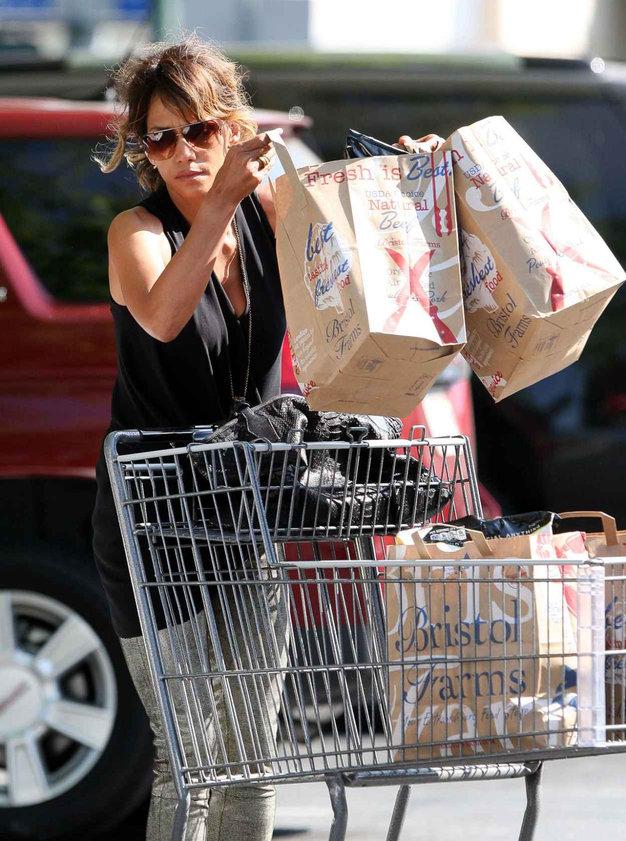 Halle Berry - Grocery Shopping in Beverly Hills, September 2015-4