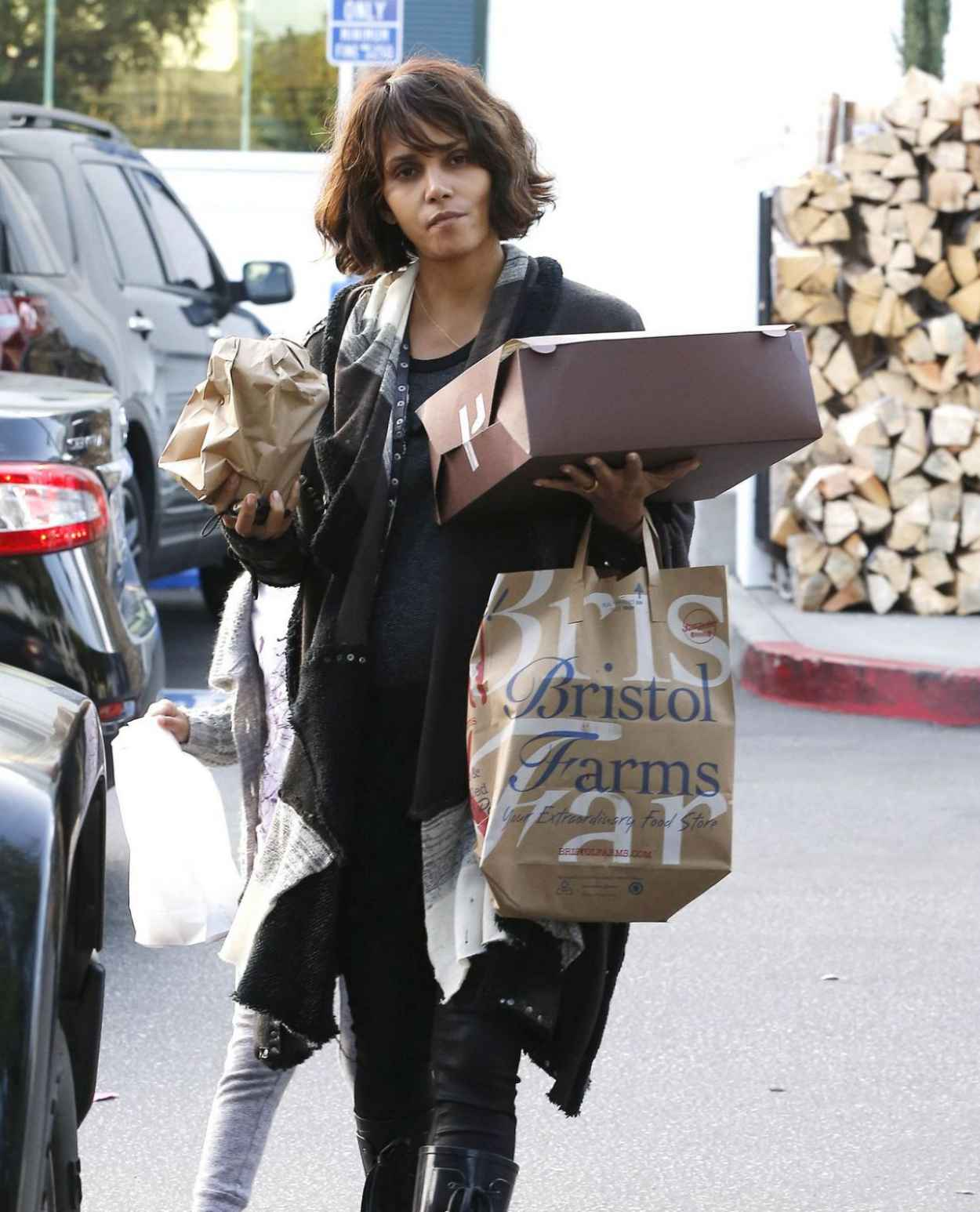 Halle Berry - Shopping at Bristol Farms in Beverly Hills, Jan. 2015-1
