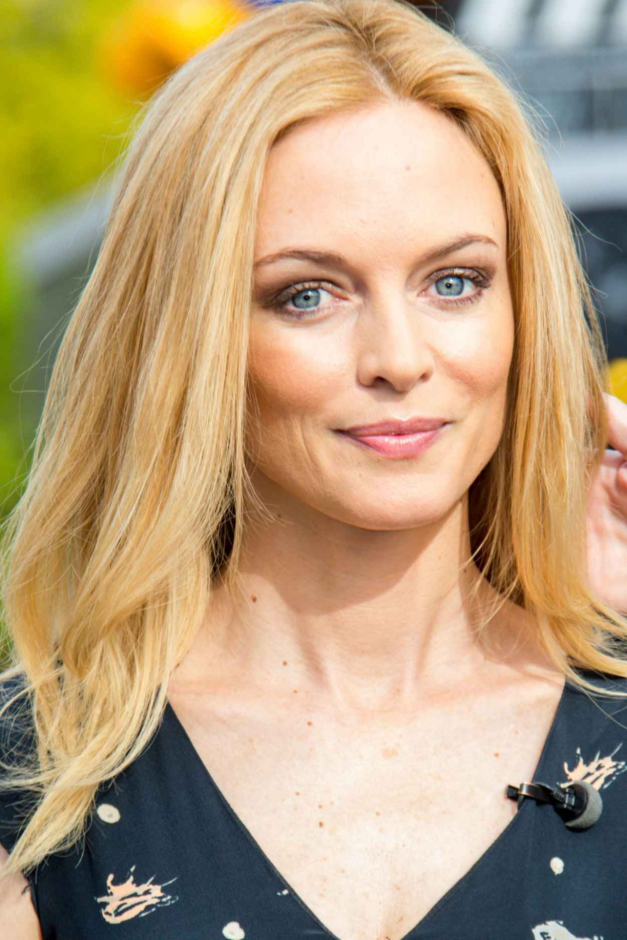 Heather Graham - Set of EXTRA at The Grove in Los Angeles (2014)-1
