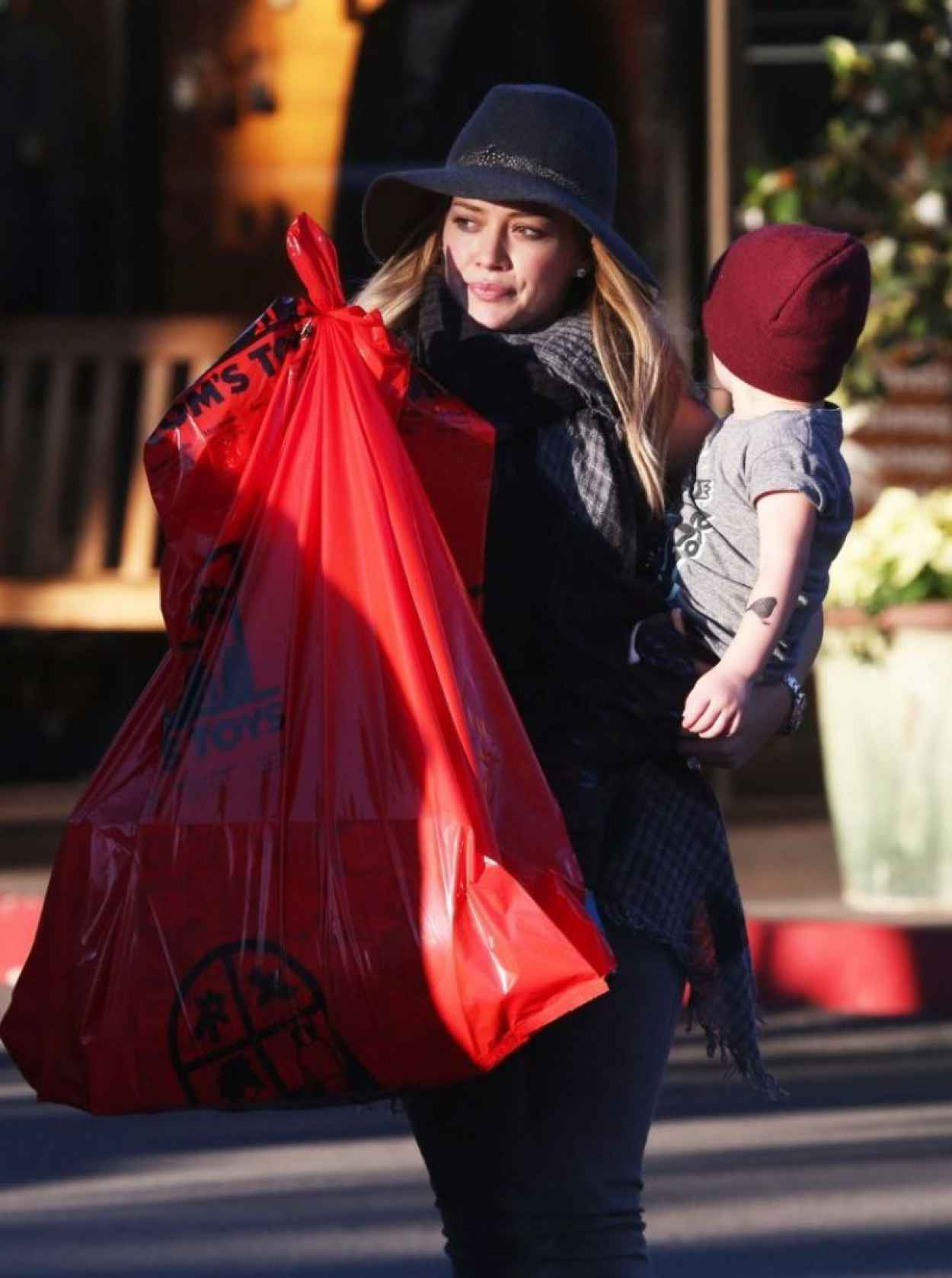 Hilary Duff Street Style - Out in Bel Air - December 2015-1