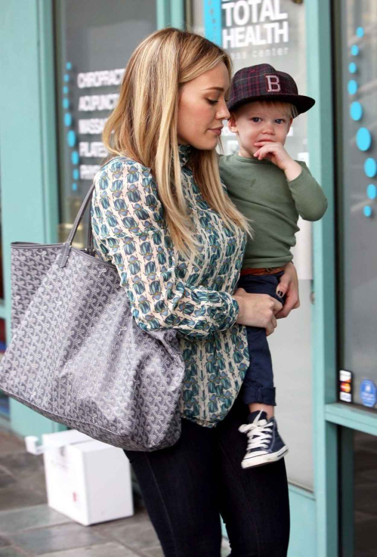 Hilary Duff Street Style- Out in Los Angeles - December 2015-1