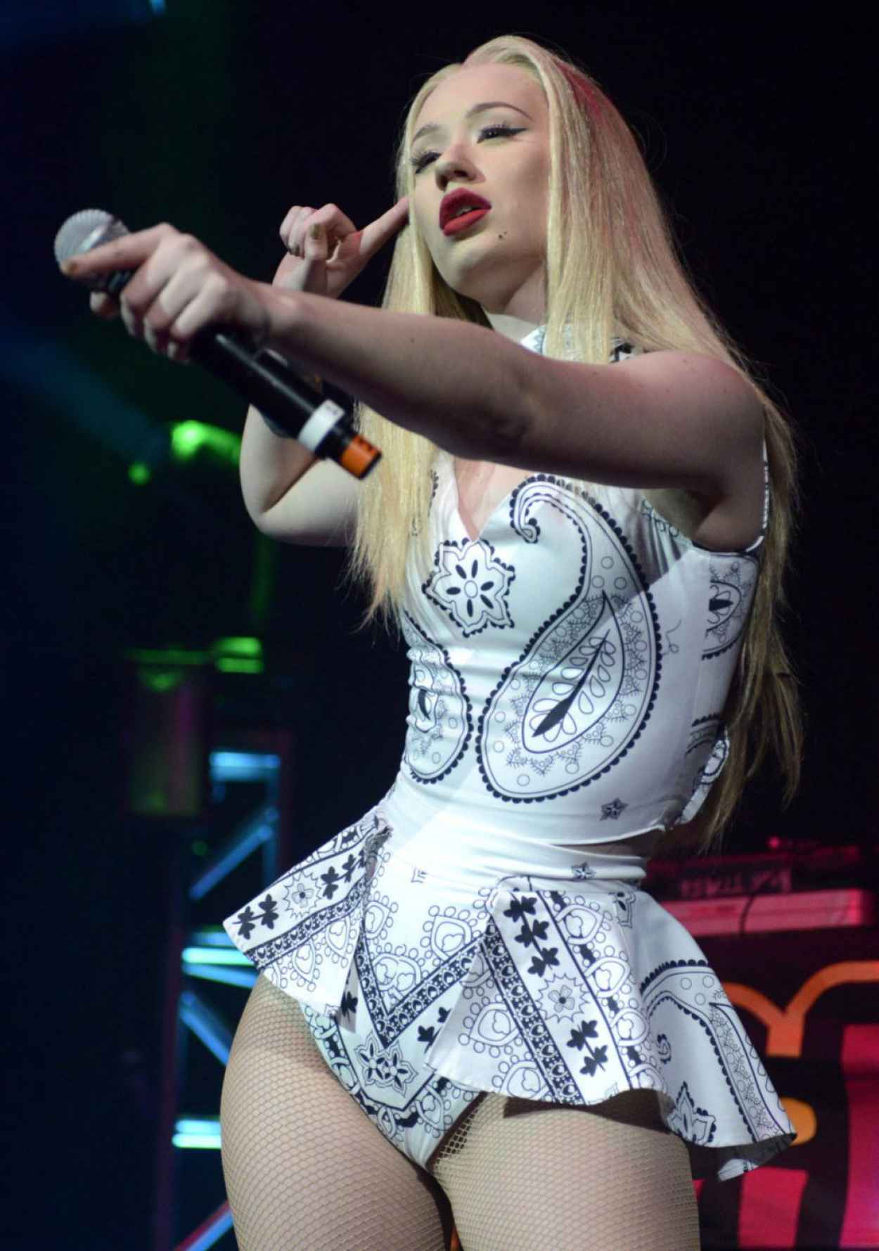 Iggy Azalea Performs - Wild Jam in San Jose - December 2015-1
