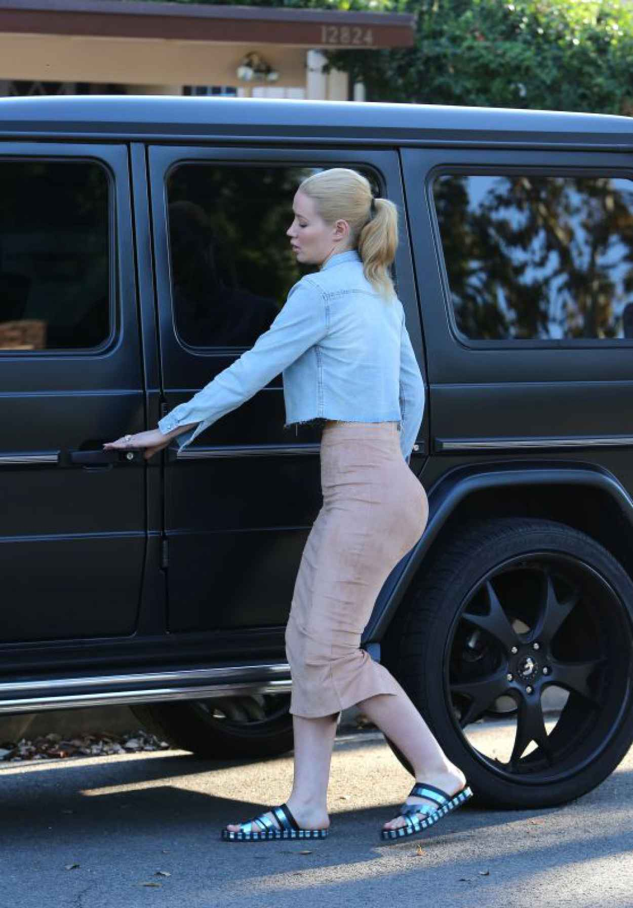 Iggy Azalea - Visiting a Friend in LA, October 2015-1