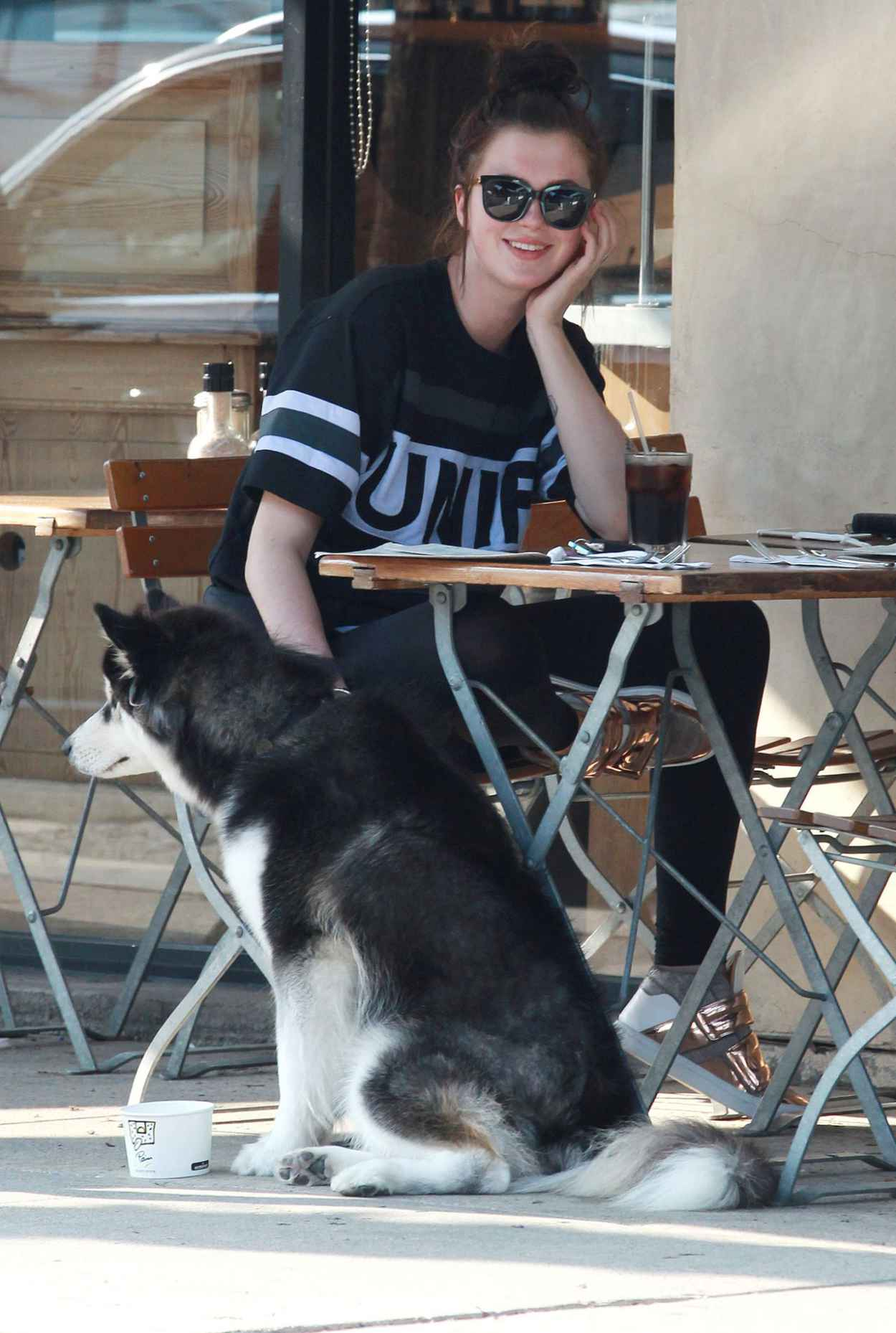 Ireland Baldwin at Le Pain Quotidien Bakery in Los Angeles, August 2015-5