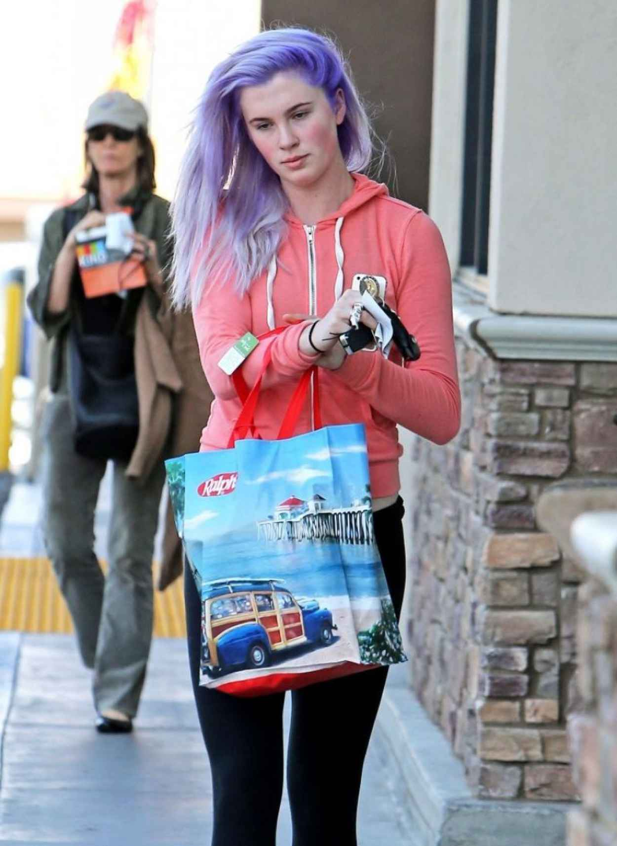 Ireland Baldwin Street Style - Spotted With Purple Hair Shopping In Tarzana-1