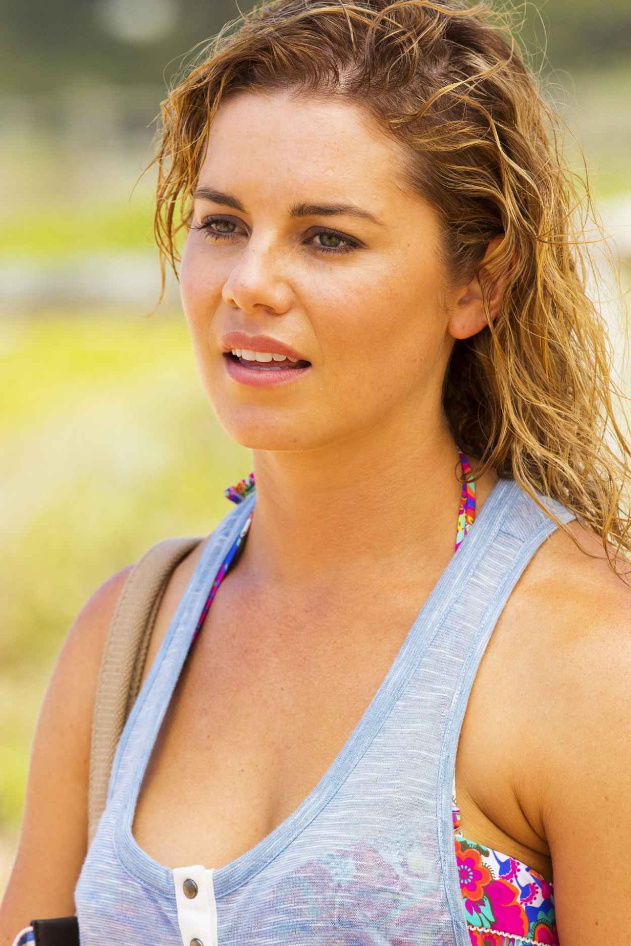 Isabella Giovinazzo &amp; Jessica Grace Smith – Home &amp; Away Set Photos – on the <b>...</b> - isabella-giovinazzo-jessica-grace-smith-home-away-set-photos-on-the-beach-in-sydney_5