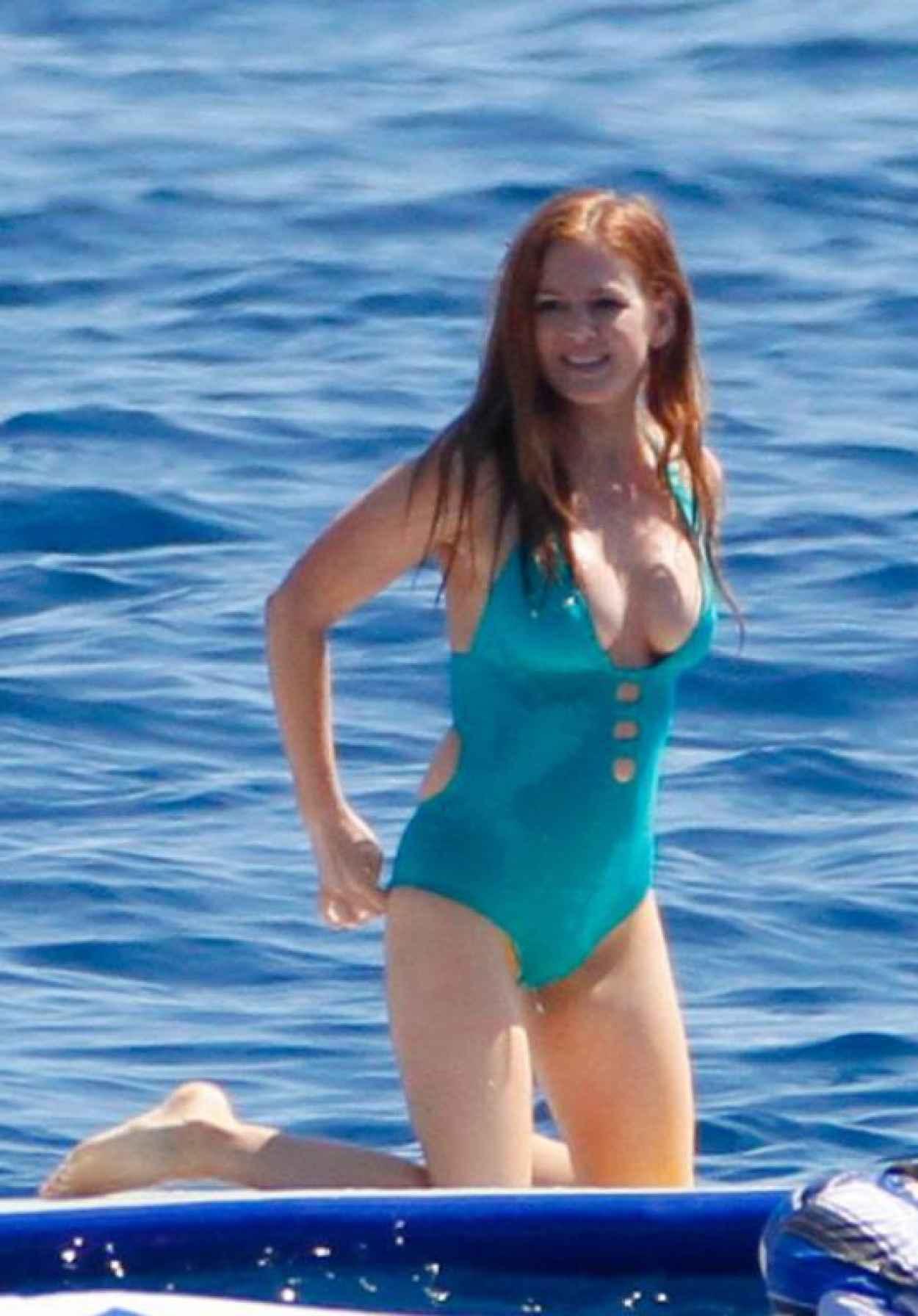 Avirl lavigne bikini
