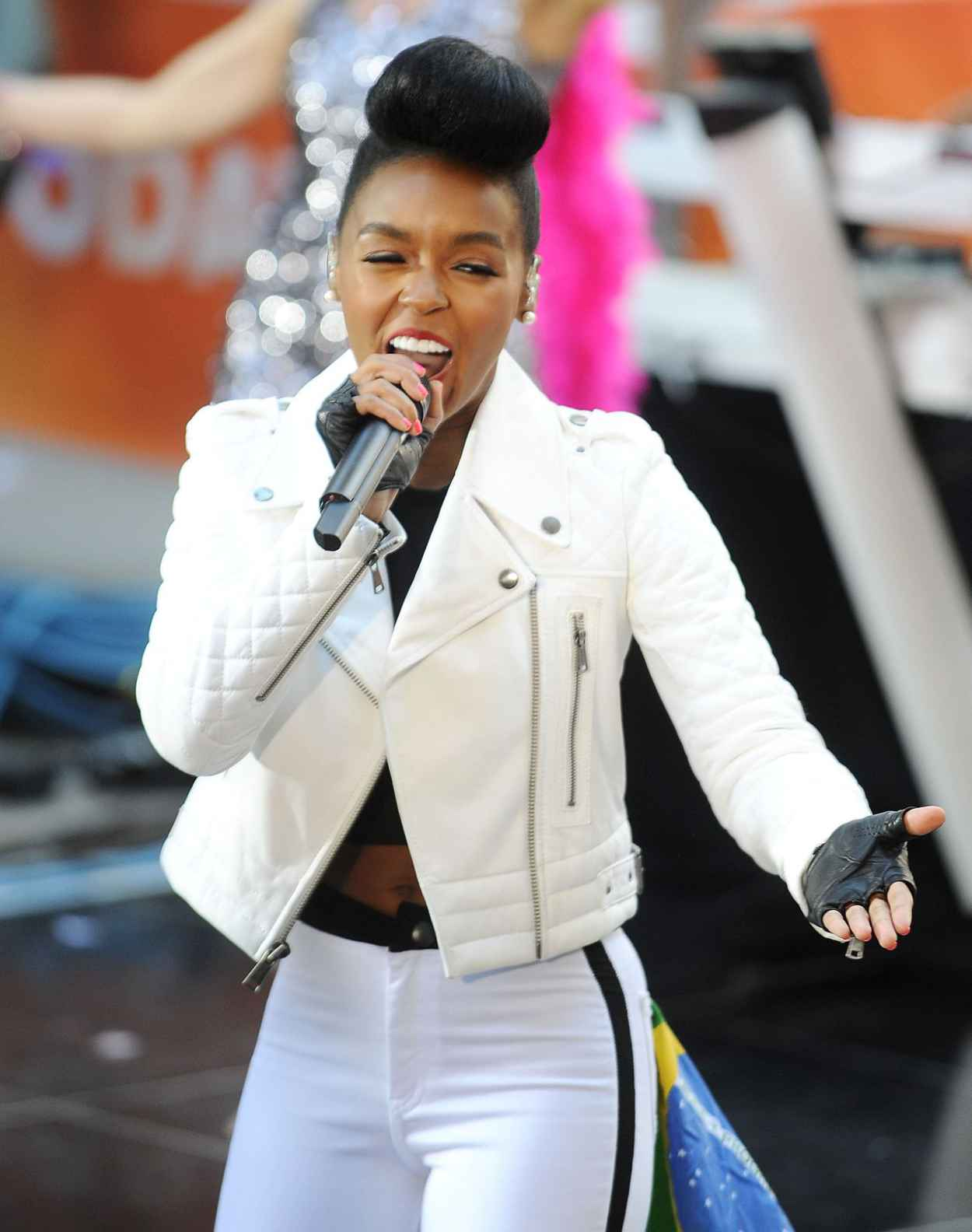 Janelle Monae Performs On NBCs Today - April 2015-1