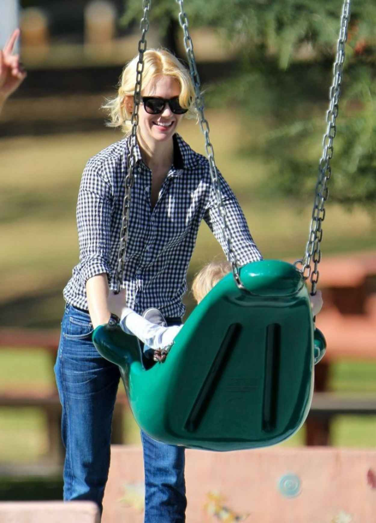 January Jones Spotted at The Playground With Her Kid - February 2015-1