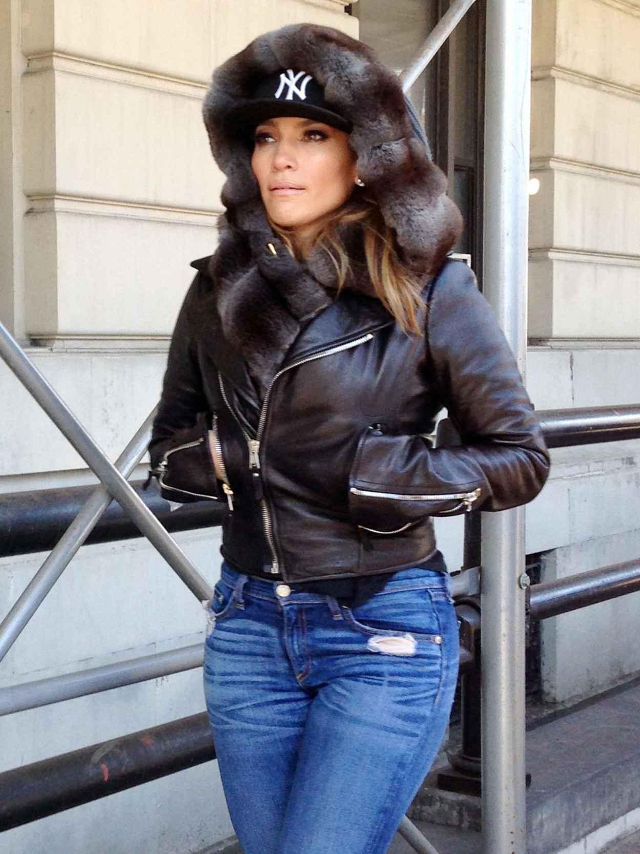 Jennifer Lopez in Central Park, New York 2015-2