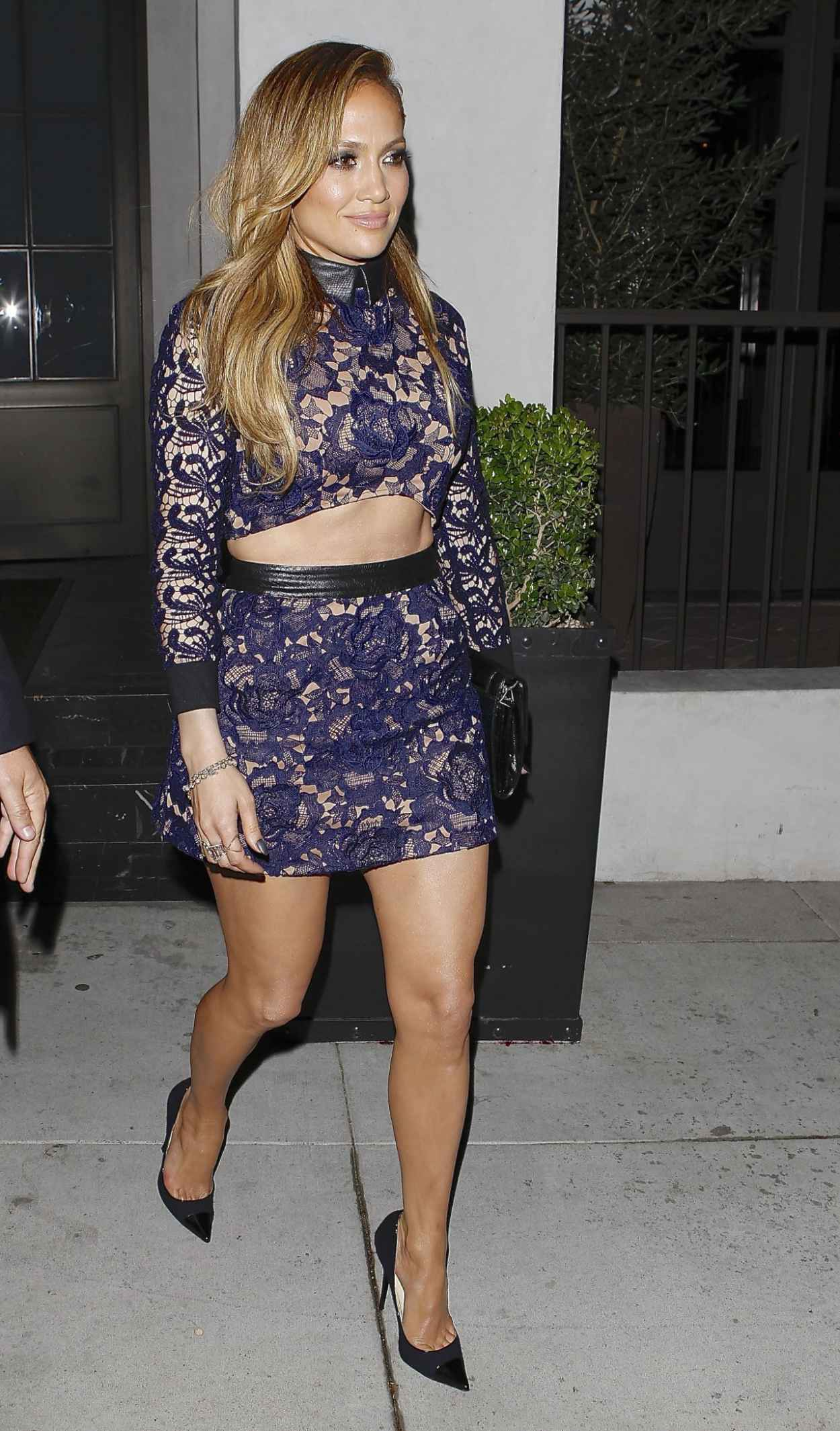 Jennifer Lopez Shows Off Legs - Spago Restaurant in Beverly Hills-1