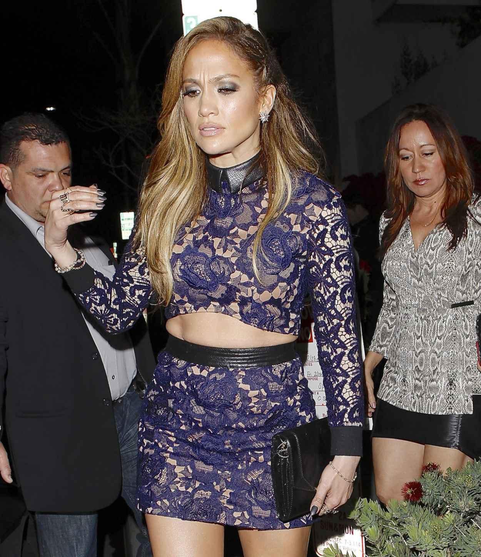 Jennifer Lopez Shows Off Legs - Spago Restaurant in Beverly Hills-5