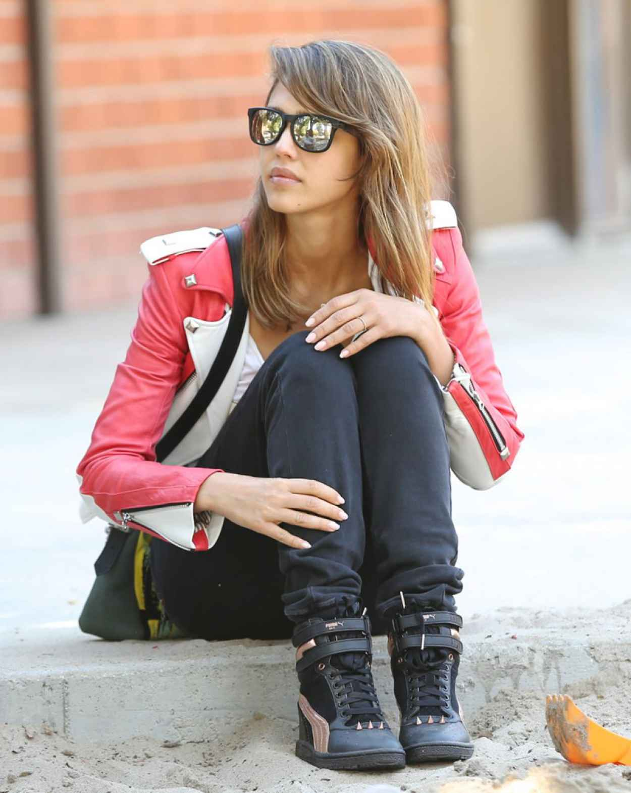 Jessica Alba Street Style - at a Park in Los Angeles-1